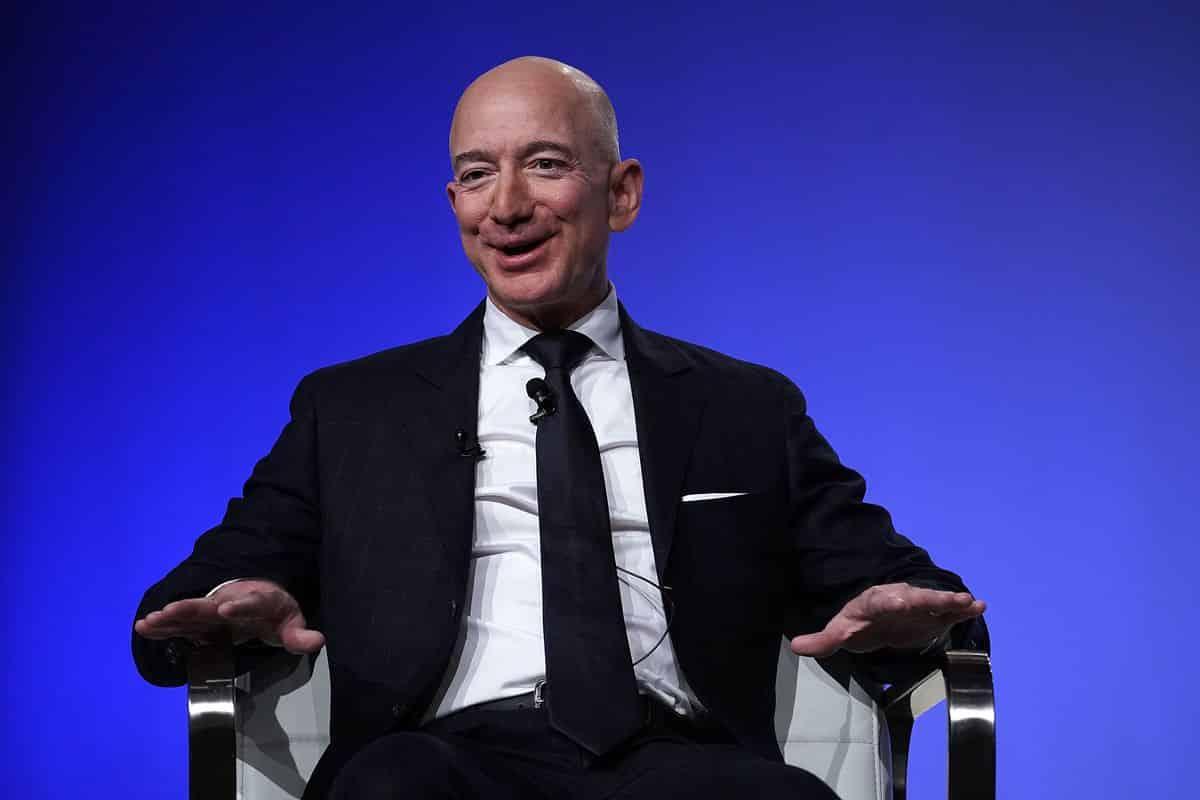 Jeff_Bezos-min