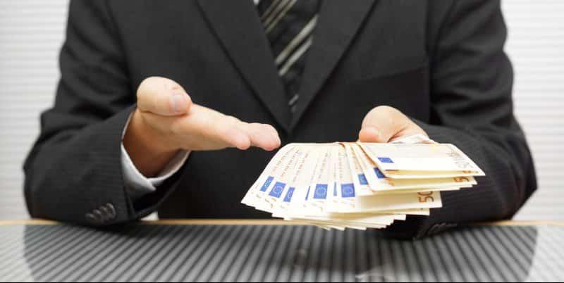 Prieš skolindamiesi palyginkite bendrovių sąlygas