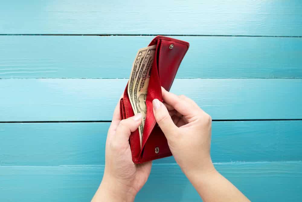 მავნე ფინანსური ჩვევები, რომლებიც ხელს გიშლით ვალებისგან თავის დაღწევაში და გამდიდრებაში!