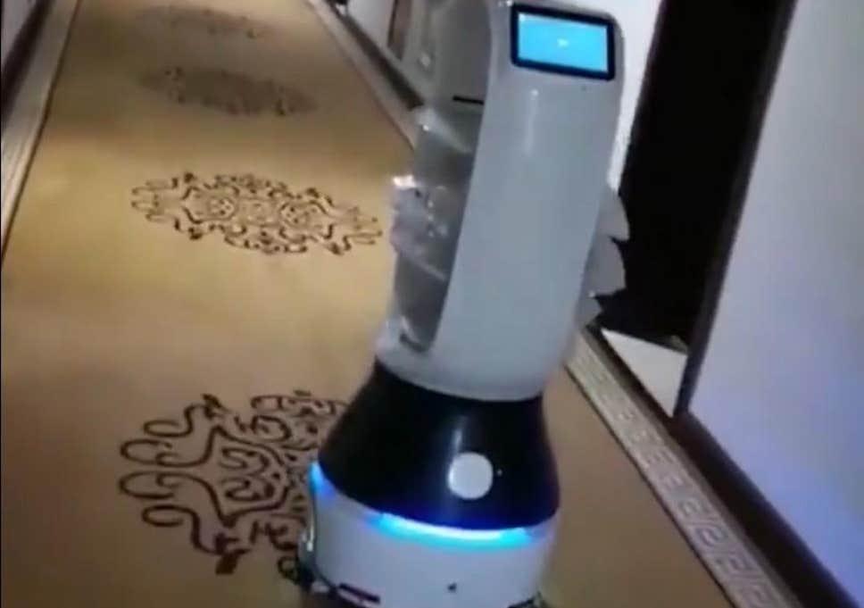 კორონავირუსი - ჩინური რობოტი კარანტინში