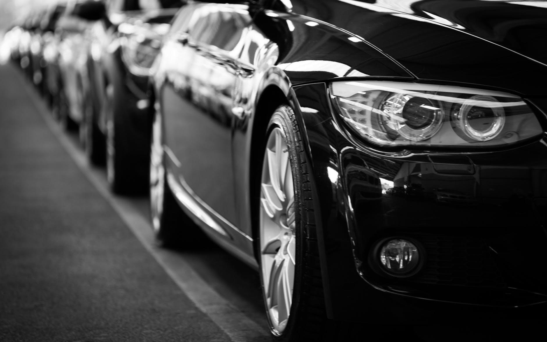 Kas notiek ar auto aizdevumu, kad kāds nomirst