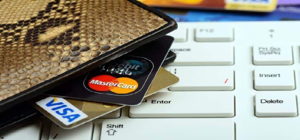 три кредитні карти в гаманці