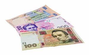 купюри готівкою в гривнях 100 та 200
