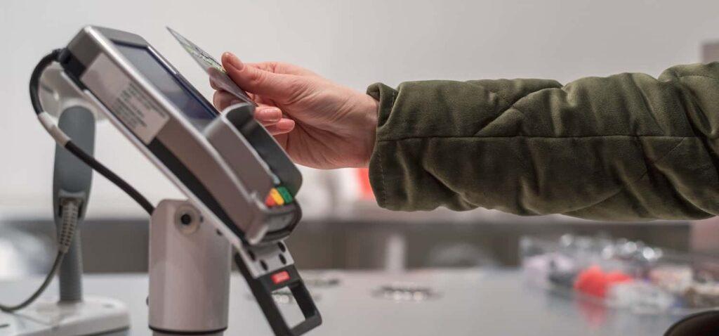 картка PayPass та термінал