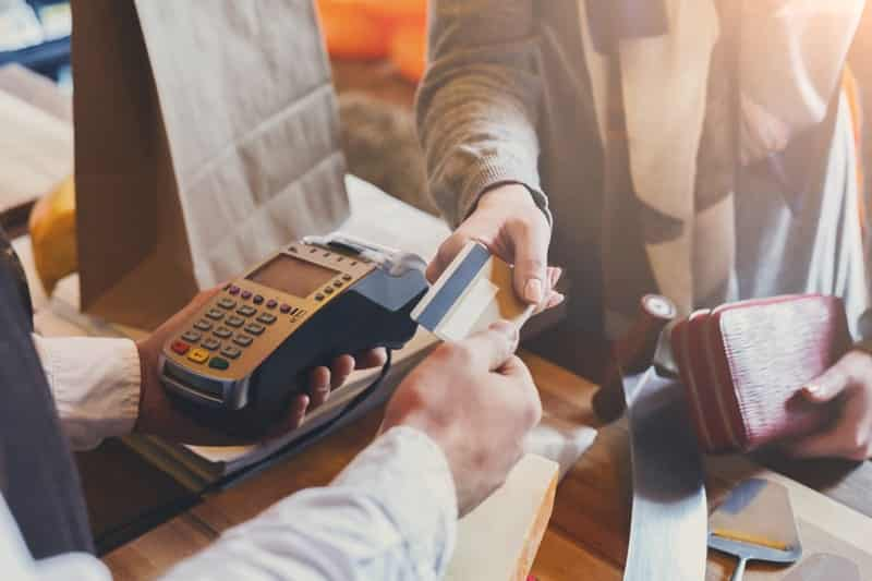 Плюсы и минусы оплаты кредитной картой