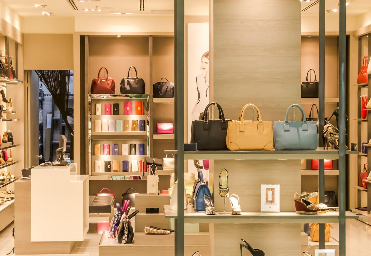 Shoppailu netissä vai tavallisissa kaupoissa
