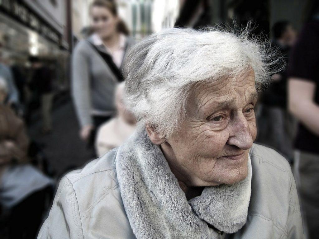 zadłużenie osób starszych