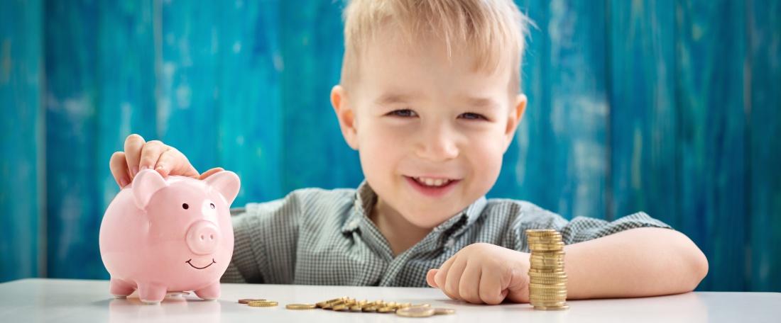 Lapsed ja raha eluolulised õppetunnid, mida peaksid oma lapsele raha kohta õpetama